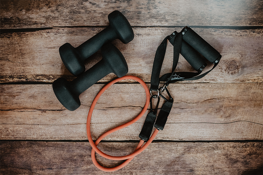 Picture of a jump rope and a pair of dumbbells.